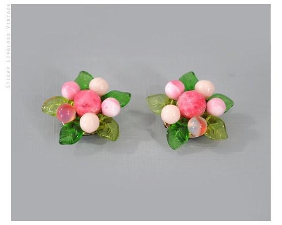 1960's VINTAGE 60's pink flower earrings. glass bead. pink & green earrings. floral clip ons. beaded.