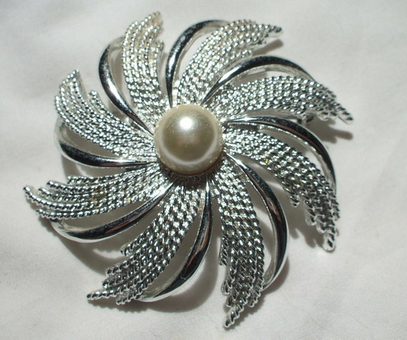 Vintage Sarah Cov silver tone pinwheel brooch with faux pearl center