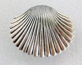Beau Sterling Clam Shell Brooch in Sterling Silver 925