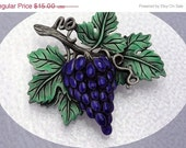 Blue Grapes brooch by JJ - Grapevine