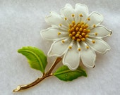 Daisy Flower Brooch - White & Yellow Flower Power Pin