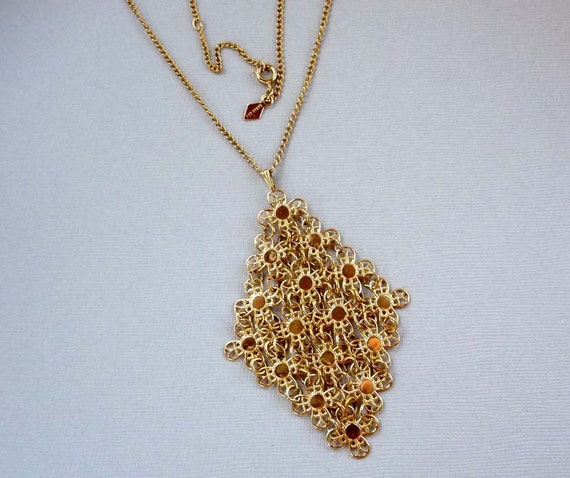 Sarah Coventry 1975 Golden Petals Pendant on Sarah Coventry Chain