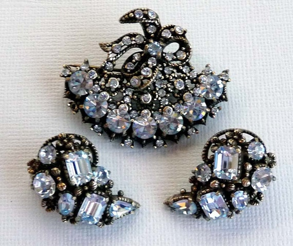 Hollycraft Blue Vintage Rhinestone Brooch & Earring Set - Fan Shaped Demi Parure
