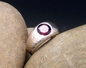 Hammered ring in sterling silver with garnet