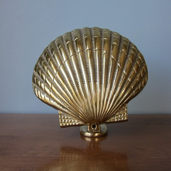 Large solid brass clam shell door knocker perfect for beach for Clamshell door