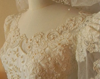 Sale Vintage Wedding Dress with Vail ----Free Shipping