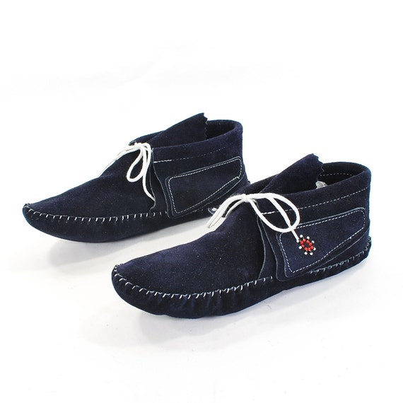 Pop Yo' Colla Moccasin Booties: Navy Blue Suede Moccasin Slipper Boots by Taos. Stinkin' cute Beaded detail - Women's size 9
