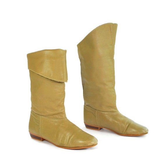 Spring Fashion Boots: Vintage Dex Mid Calf Slouch Boots in Beige. Fold Over Cuff for some Pirate Flava - Women's size 6.5 (Vtg 7)