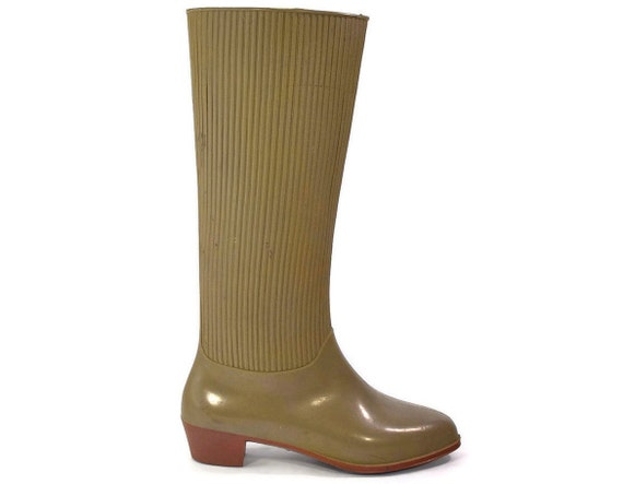 Vintage Rain Boots: Liza Wellies by Rigon of Italy. 1970s era High heeled Wellingtons. Taupe rubber - Womens size 5.5 to 6