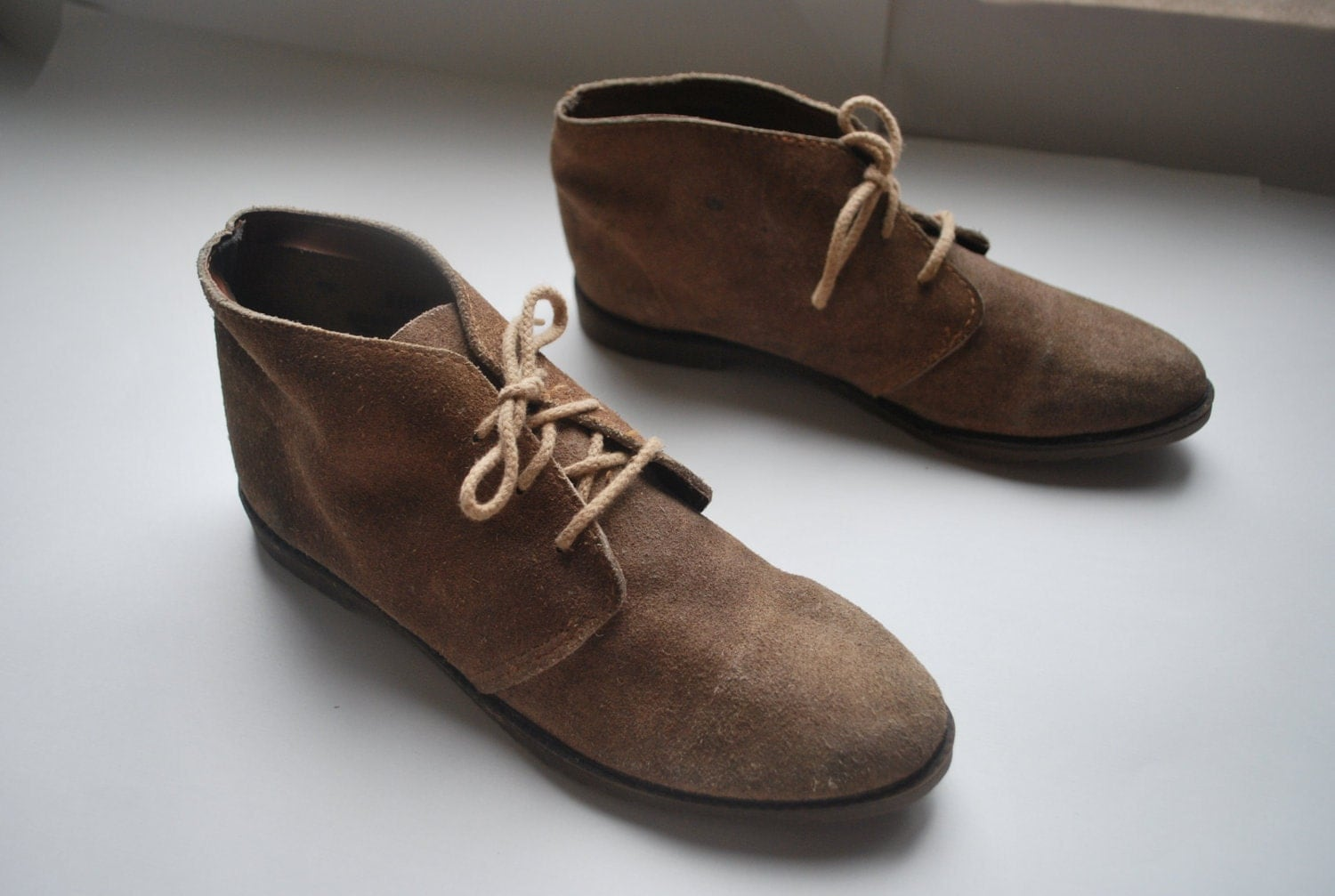 Camel Suede chukka boots .vintage lace up ankle booties .1970s