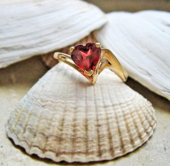 Heart Jewelry Vintage Ring 10K Gold Garnet Heart Red Delicate Feminine