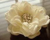 PRIORITY Off White Light Ivory Bridal Hair Flower / vintage style rhinestone flower hair clip / LANA crystal flower