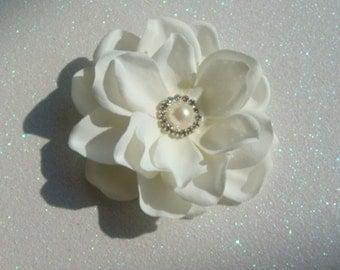 Elegant IVORY bridal hair flower with PEARL and RHINESTONE centerpiece / ivory flower clip / bridal flower rhinestone hair comb