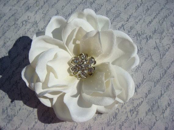 Vintage style bridal hair flower, sparkling rhinestone centerpiece / FLORA light ivory hair flower / beach spring wedding gardenia