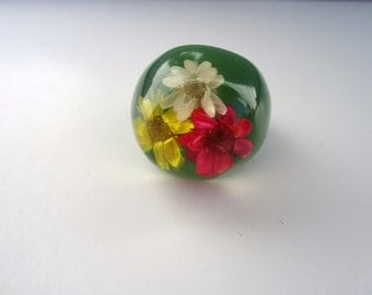 Vintage 1960'S Green Ring NOS HIPPIE Dome Flower Plastic lucite ring Boho New old Stock