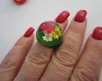 On Sale Vintage 1960'S Green Ring NOS HIPPIE Dome Flower Plastic lucite ring Boho New old Stock
