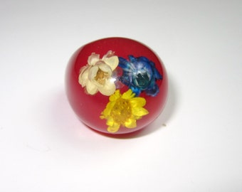 Vintage 1960'S Red Ring NOS HIPPIE Dome Flower Plastic lucite ring Boho New old Stock