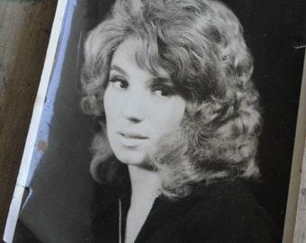 VINTAGE PRETTY WOMAN BLACK AND WHITE PHOTO