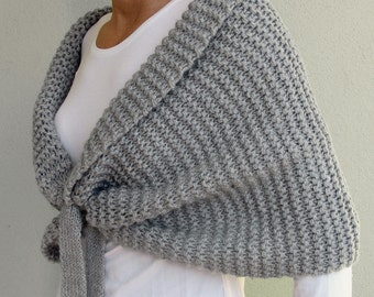 Warm and cozy shawl in grey.