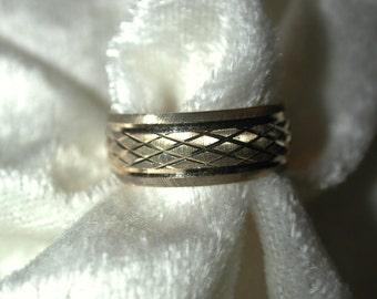 Vintage 14K Gold diamond cut band size 6 1/2