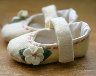 Baby Girl Shoes, Baby Booties, Soft Sole Baby Shoes, Ivory and Pink Wool Mary Jane - Christening, Flower Girl Shoes