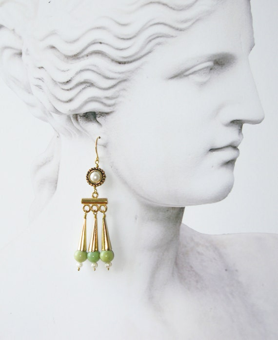 CAMILLA: Reproduction earrings, roman style with chrysopase and pearls