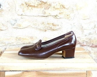 Vintage 1960s / 1970s Brown Leather Pumps