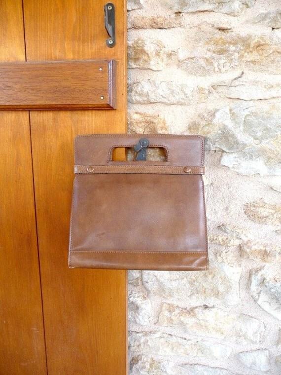 Vintage 1960s WALKING Brown Leather Handbag