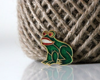 Absolutely adorable little green frog, vintage pin, brooch from USSR
