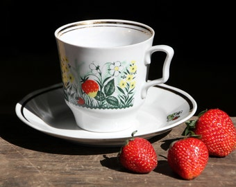 Vintage porcelain cup, Strawberries, absolutely gorgeous cup, made in USSR, 80s