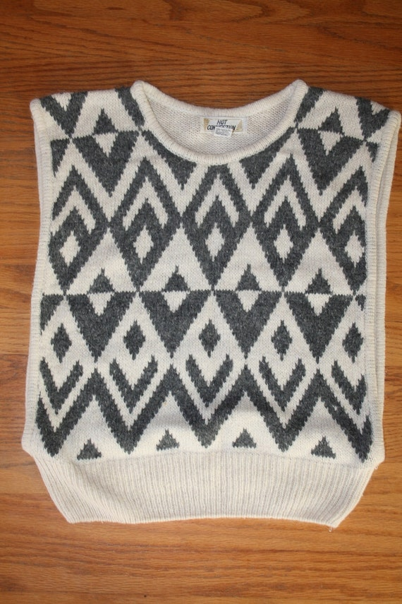 Vintage 1980s Sweater Vest / Cream and Grey Sweater / Sleeveless / Tank