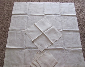 Wow - Vintage Linen Bridge Set - 4 Napkins and Tablecloth Embroidered