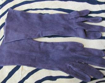 Vintage Dark Brown Suede Kid Skin Leather Wrist Gloves - Made in France - Small (129)