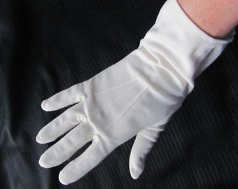 Vintage Ivory Nylon Ladies Wrist Gloves (D12)