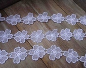 Very cute white   color flower   venice  lace  1 yard listing