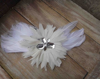 Cute flower  with  feather  white    color 1 piece listing.