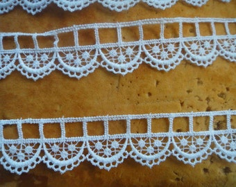 Very cute white    color   venice  lace  2   yard listing