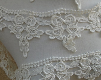Very cute  ivory    color   venice  lace  1   yard listing 4.5 inch wide
