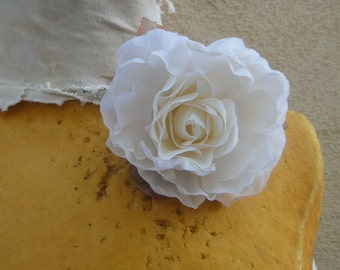 Cute silk   flower  with  pin  back  white  color 1 piece listing
