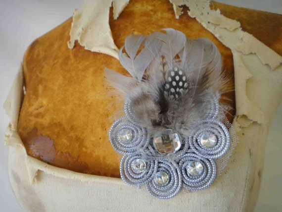 Cute blue  flower  with   feather  and rhinestones 1 piece listing.