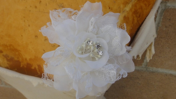 Cute silk   flower  with pin and clip back 1 piece listing
