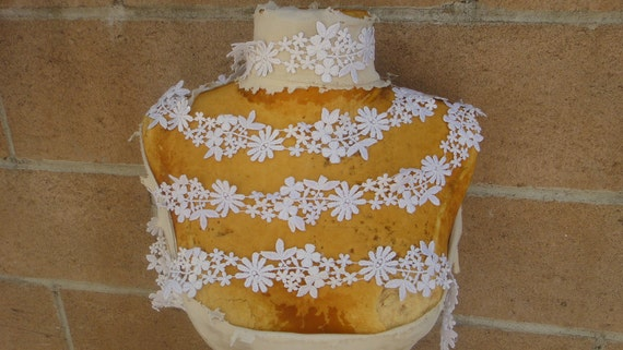 Very cute  white   color flower   venice  lace  1 yard listing 2 inch wide
