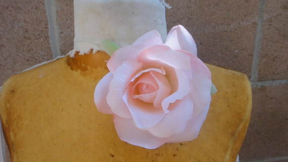 Cute silk   flower  with  clip back  baby pink color 1 piece listing