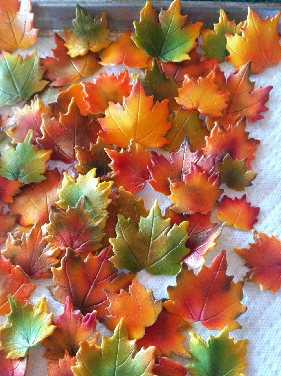 Fall maple leaves cake decorations edible for Autumn cake decoration