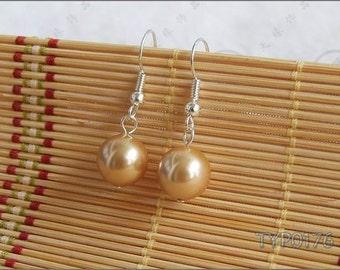 Shell Pearl Earrings 10mm Champagne