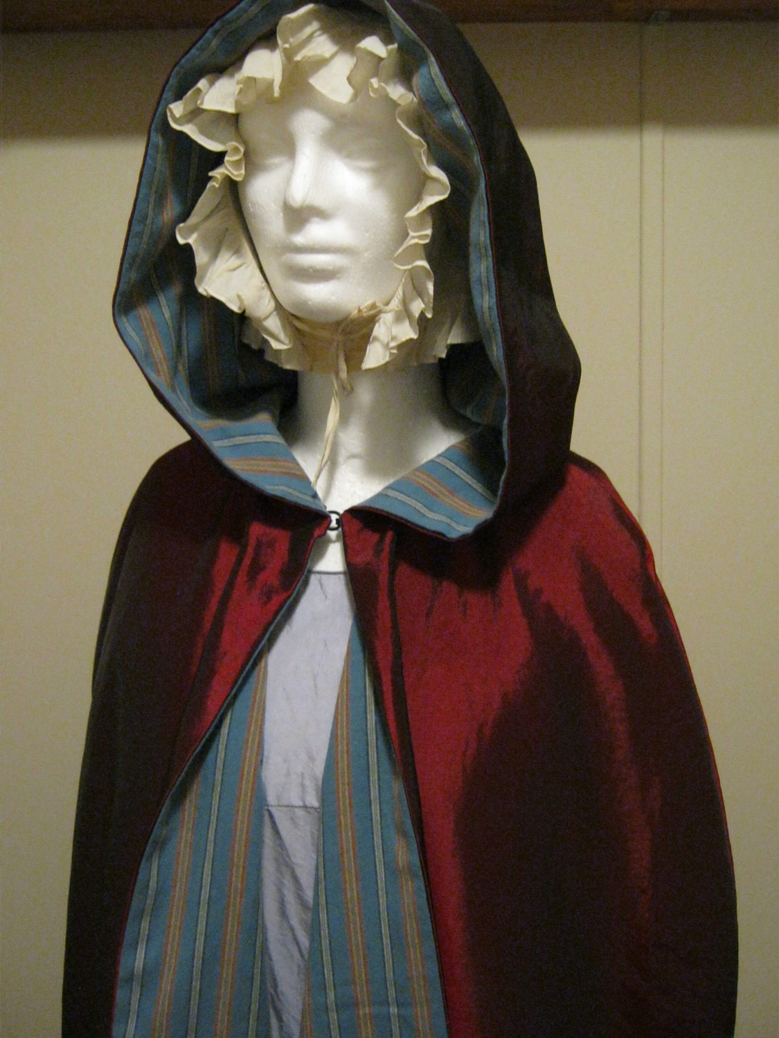 Taffeta colonial hooded cape for Colonial cape