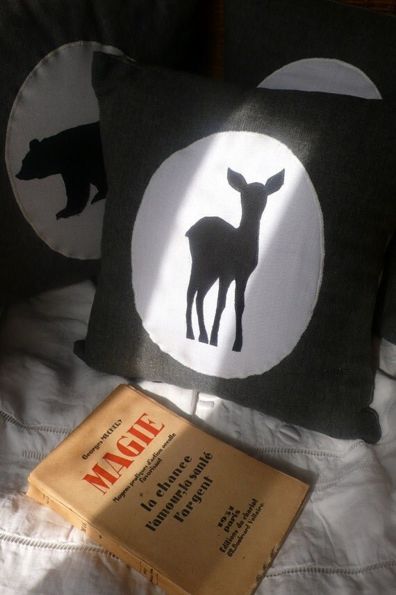 Reserved for Nicky : deer on mouse grey cushion