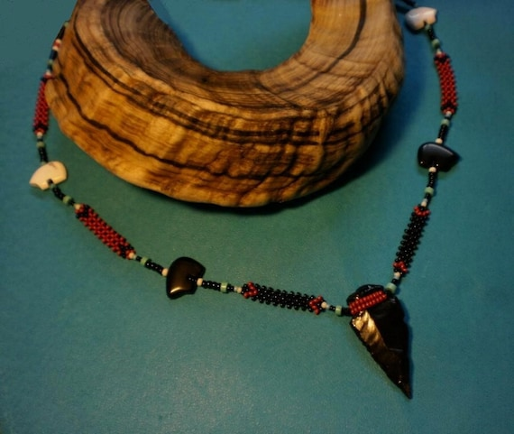 Black Bears Arrow - Beaded necklace