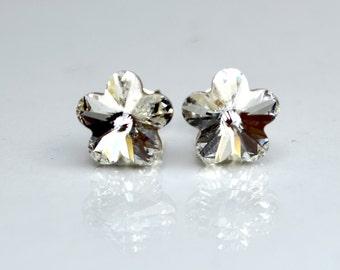 Faceted white flower swarovski element stud earrings