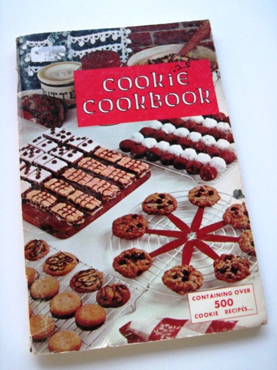 COOKIE COOKBOOK- Vintage 1965 Cookbook - Over 500 Recipes